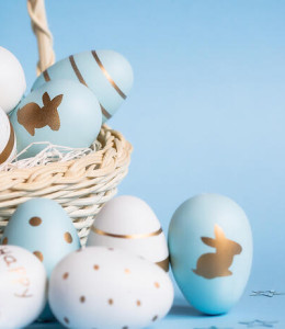 Easter,Colored,Eggs,In,A,Basket,Isolated,On,A,Trendy